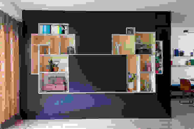 IJzersterk interieurontwerp Living roomCupboards & sideboards Gỗ Black