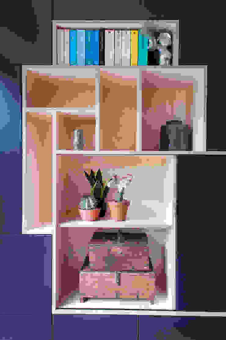IJzersterk interieurontwerp Living roomCupboards & sideboards