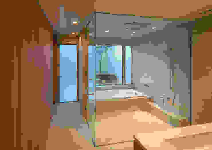 Modern bathroom by マニエラ建築設計事務所 Modern