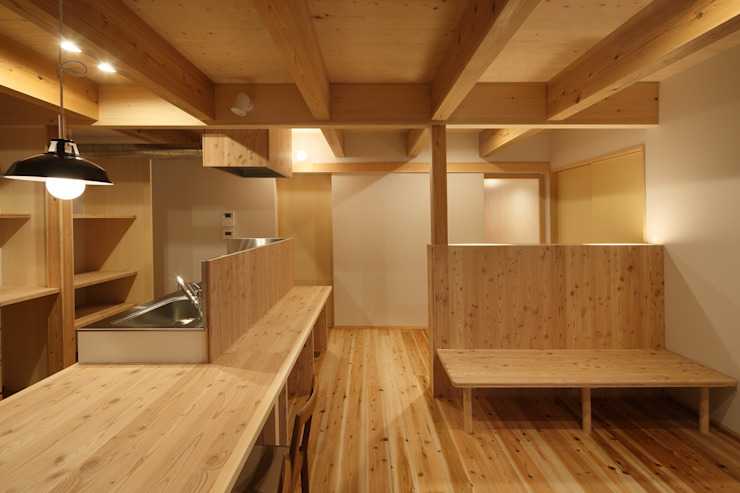 Rustic style dining room by 芦田成人建築設計事務所 Rustic Wood Wood effect