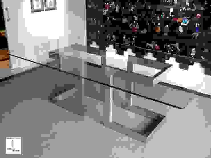 LISA - Mesa de comedor moderna de acero de GONZALO DE SALAS Moderno