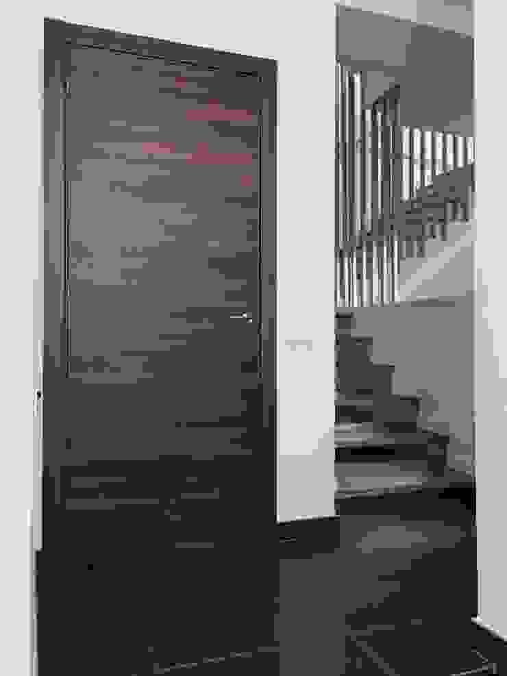 Obra nueva en Badalona ESTUDI D'ARQUITECTURA JJ BERNABEU Pasillos, vestíbulos y escaleras de estilo moderno