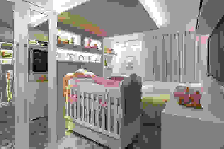 Suíte Menina Bianca Mattana Arquitetura e Interiores Quarto infantil clássico Branco