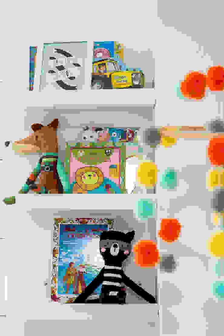 Cuarto de Simón Habitaciones para niños de estilo tropical de Little One Tropical