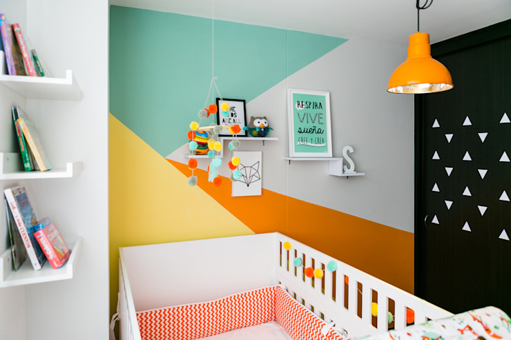 Tropical style nursery/kid's room by Little One Tropical