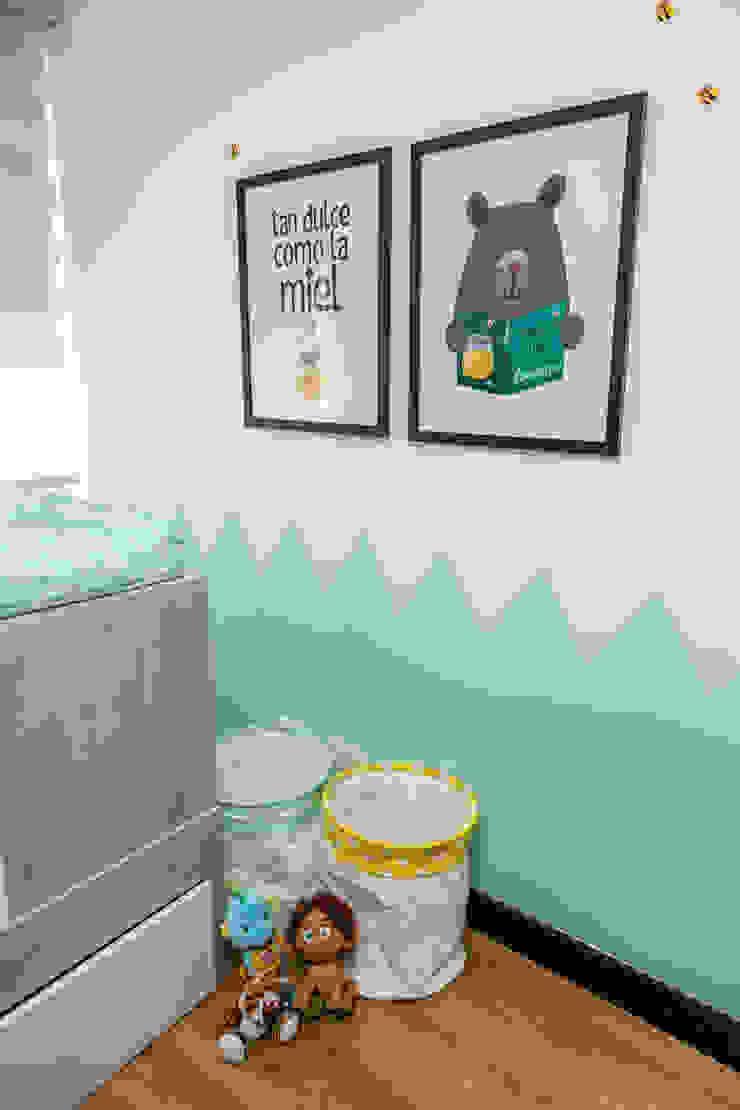 Cuarto de Martin Moreno Habitaciones para niños de estilo escandinavo de Little One Escandinavo