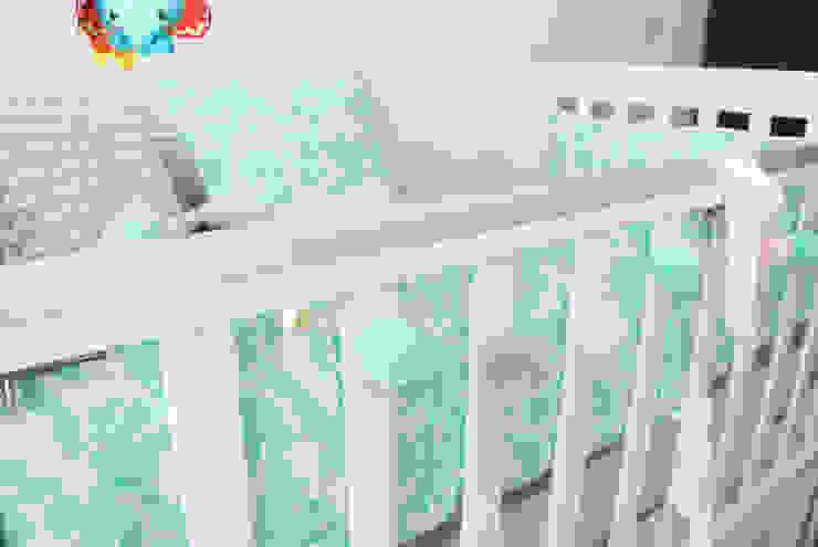 Cuarto de Emilia Habitaciones para niños de estilo tropical de Little One Tropical
