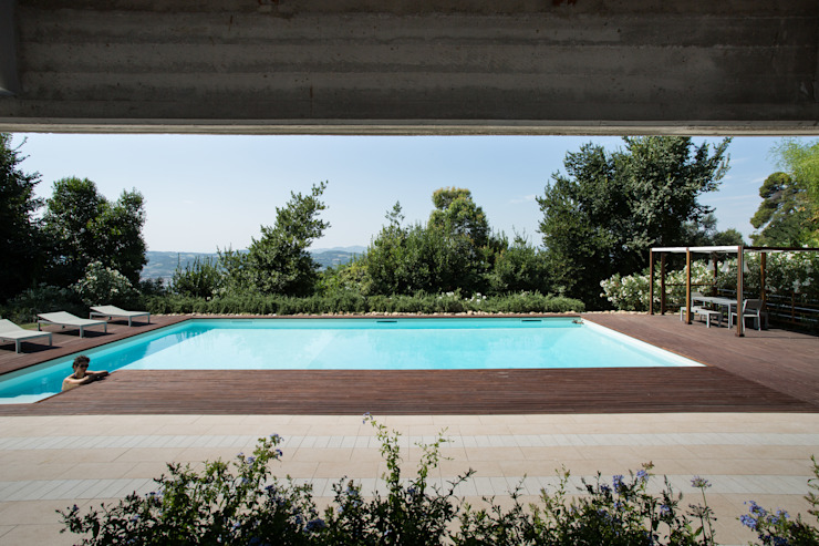 PGL | pool with a greenhouse Piscina in stile mediterraneo di PLUS ULTRA studio Mediterraneo