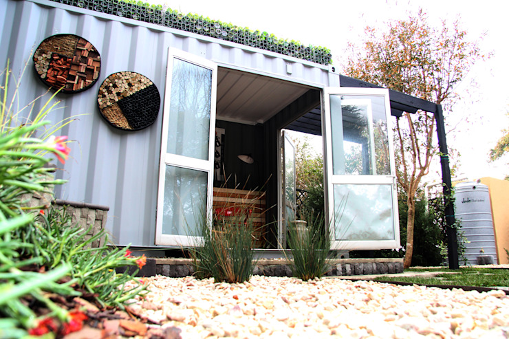 Roof garden on container home Industrial style houses by Acton Gardens Industrial Metal