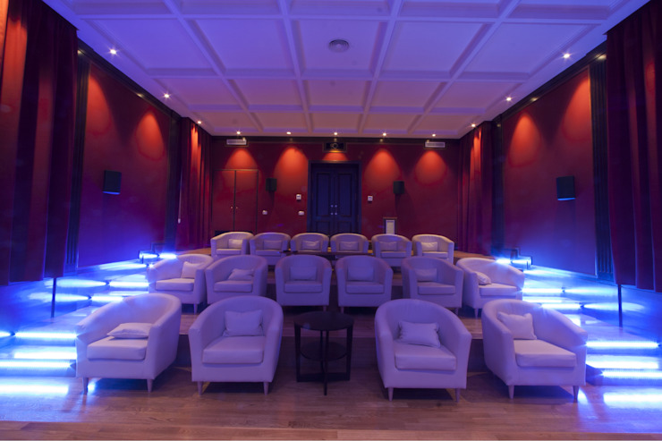 CASA IN CAMPAGNA Imperatore Architetti Sala multimediale moderna