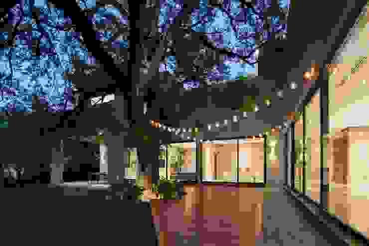 TERRAZA Casas modernas de Rousseau Arquitectos Moderno