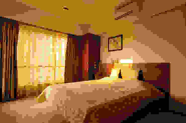sewri residence Minimalist bedroom by Karyam Designs Minimalist Wood Wood effect