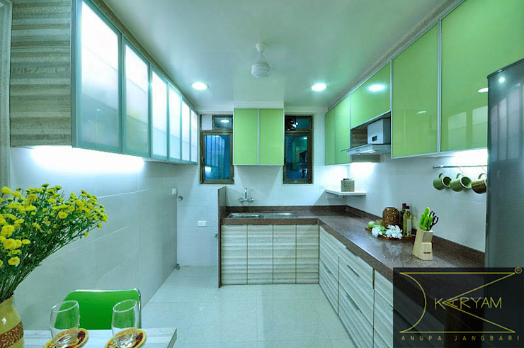 Apartment  in Bandra:  Kitchen by Karyam Designs