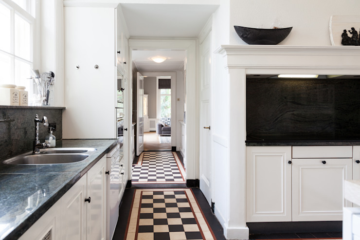 Classic style kitchen by ML Interieurarchitectuur Classic