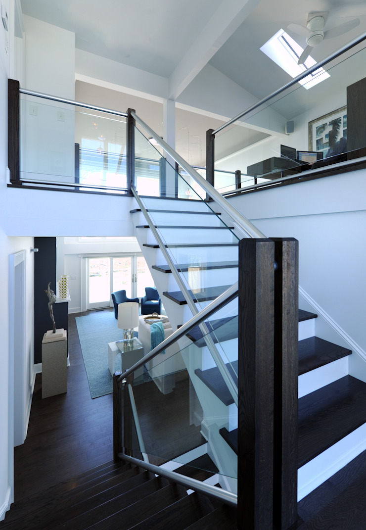 Modern Stair Way, Emerald Isle, NC Olamar Interiors, LLC Modern Corridor, Hallway and Staircase Wood White