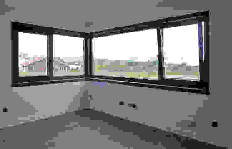 Puertas y ventanas rústicas de AD+ arquitectura Rústico Aluminio/Cinc