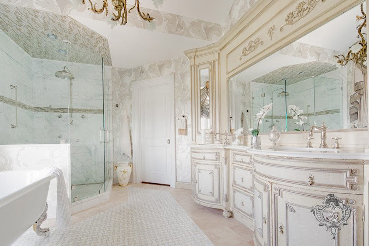 Bathroom by Kellie Burke Interiors, Classic