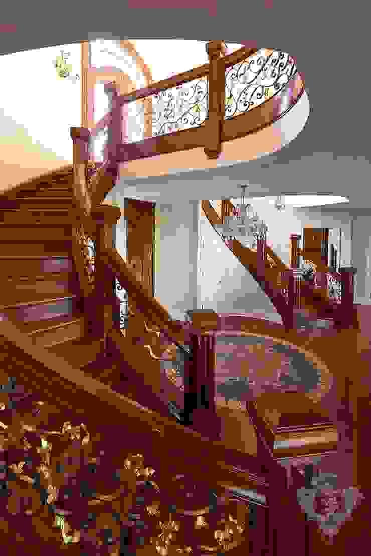 Stairway/ Foyer Kellie Burke Interiors Classic corridor, hallway & stairs