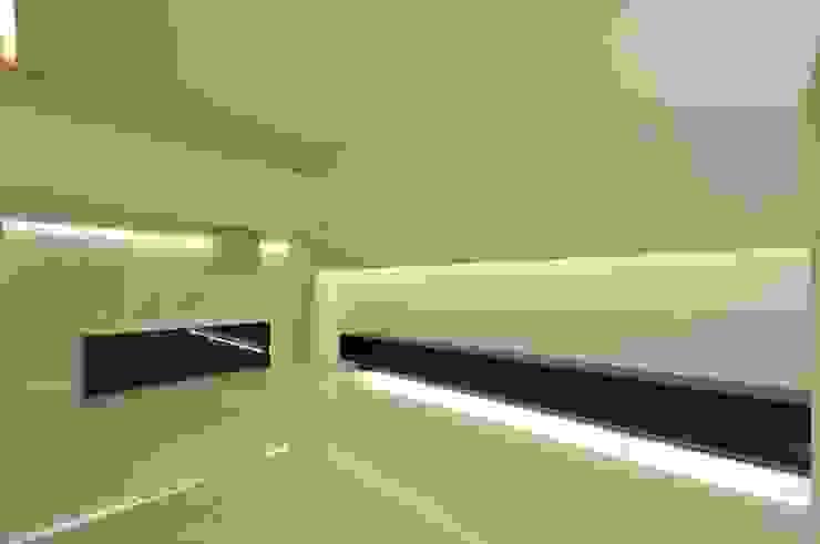 Столовая комната в стиле модерн от 門一級建築士事務所 Модерн
