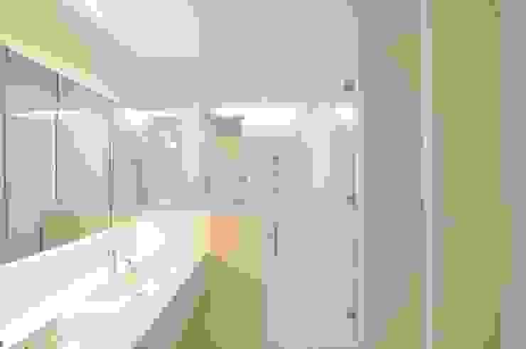 Modern Bathroom by 門一級建築士事務所 Modern