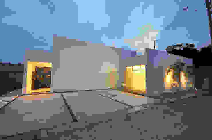 Casas de estilo moderno de 門一級建築士事務所 Moderno
