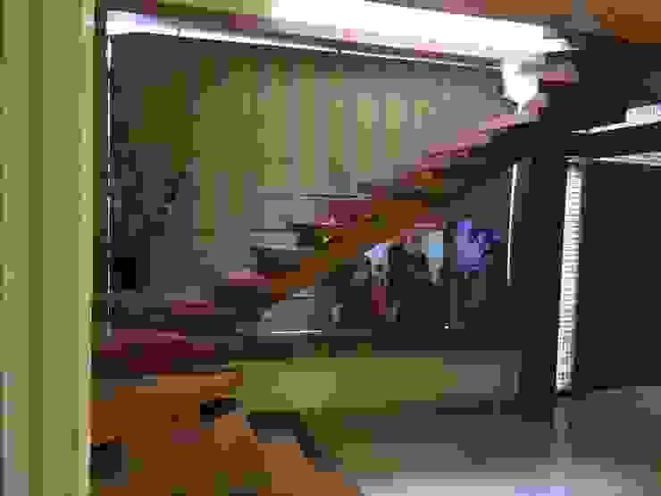 Vinyaasa Architecture & Design Corridor, hallway & stairsStairs Kayu Brown