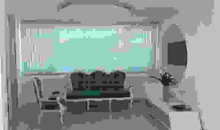 Diseño consultorio Cirujano PLastico Frank La Madrid sede Barranquilla Estudios y despachos de estilo moderno de Savignano Design Moderno