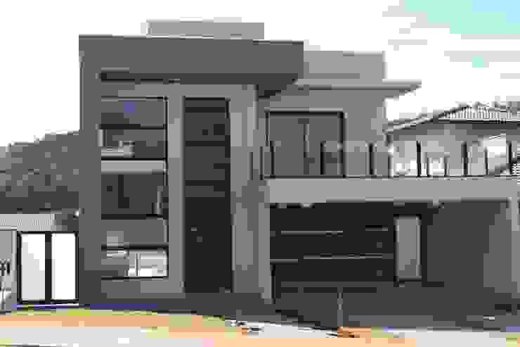 Casas modernas de Araujo Moraes Engenharia Arquitetura Moderno Concreto