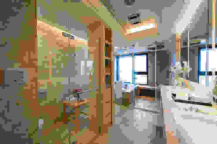 Moderne Badezimmer von 汎羽空間設計 Modern