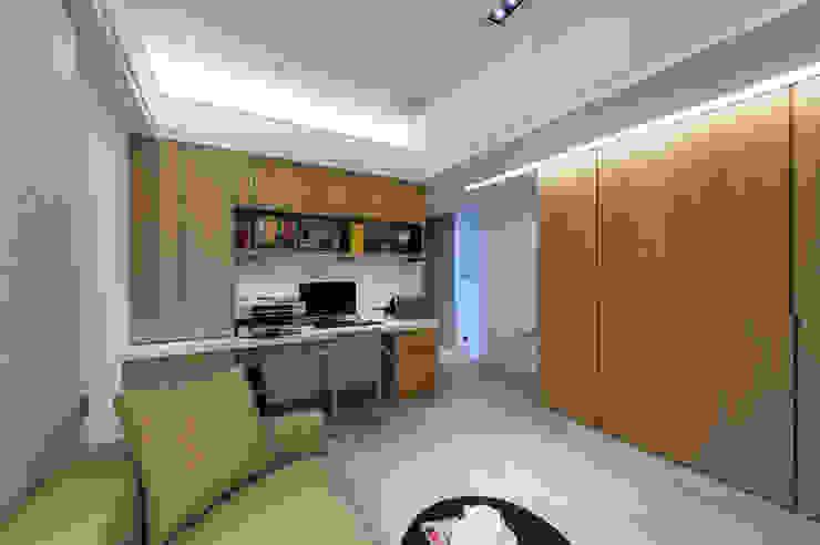Moderne Arbeitszimmer von 汎羽空間設計 Modern