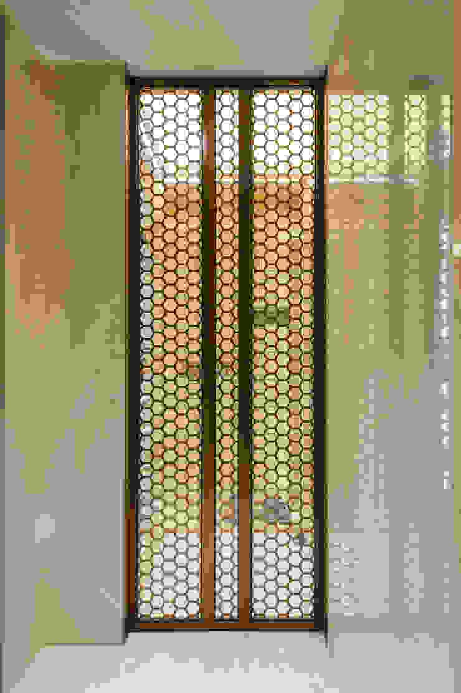 Moderne Fenster & Türen von 汎羽空間設計 Modern