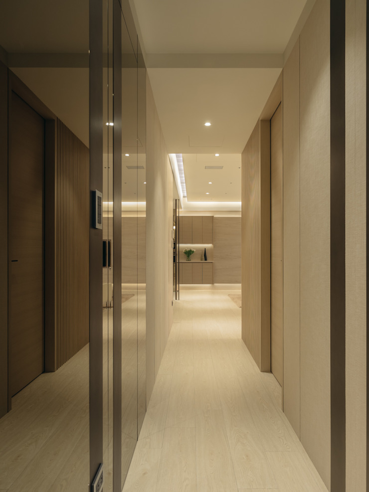 Modern Corridor, Hallway and Staircase by 汎羽空間設計 Modern