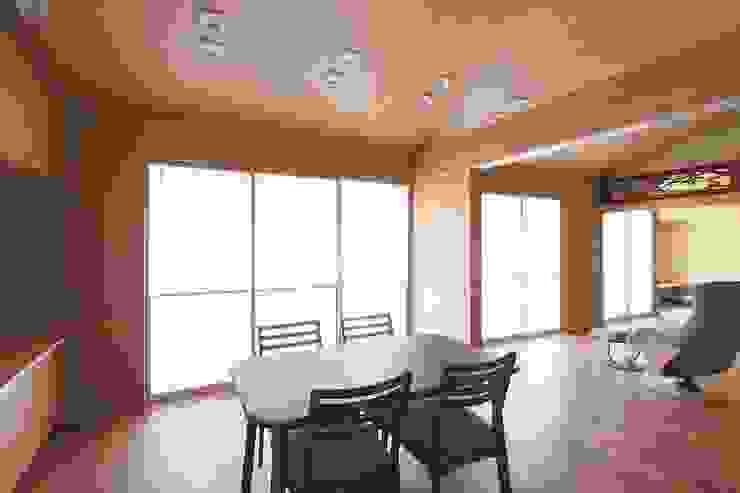 和風住宅リビング障子 株式会社 北島建築設計事務所 和風デザインの リビング