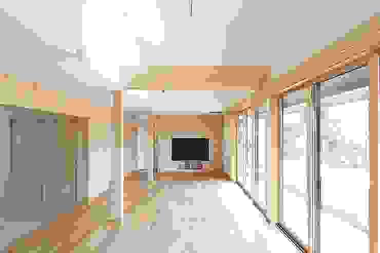 二世帯住宅リビング吹抜け 株式会社 北島建築設計事務所 和風デザインの リビング