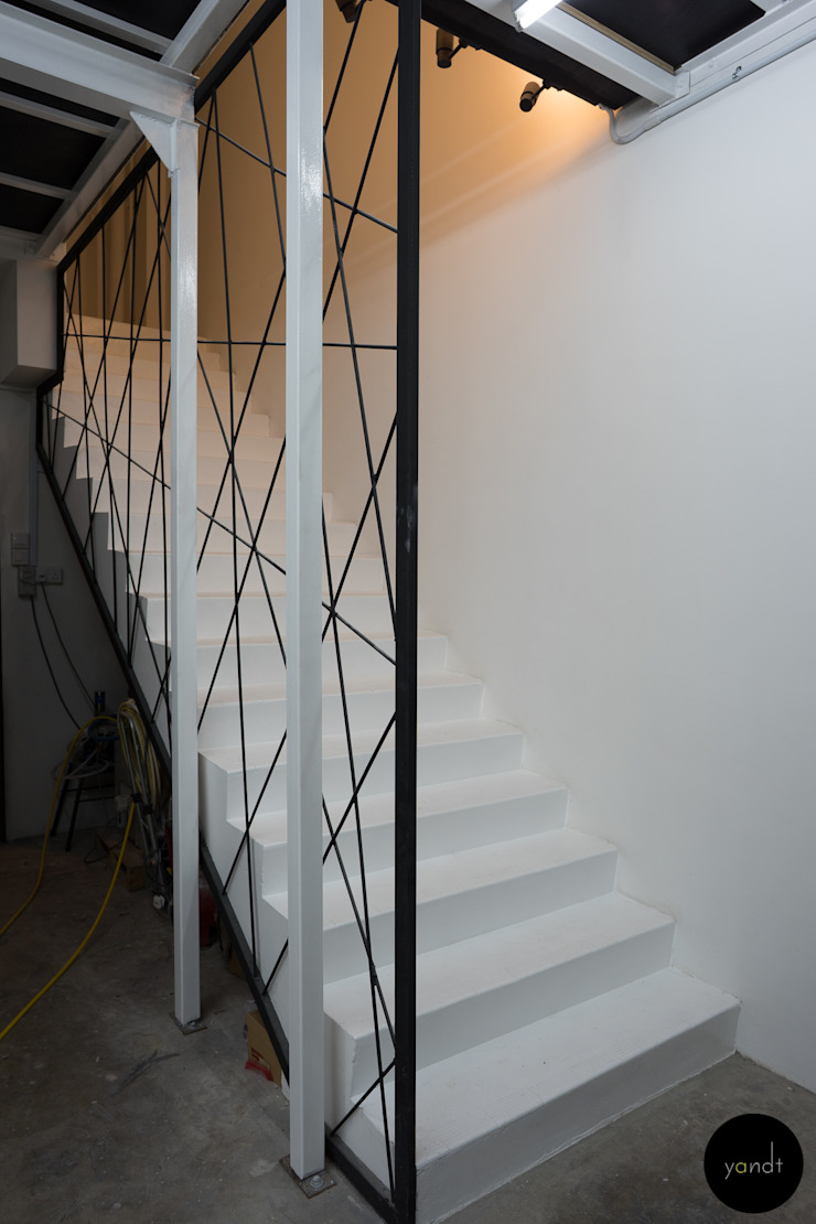 Staircase from workshop to 2nd storey office Industrial style offices & stores by Y&T Pte Ltd Industrial Metal