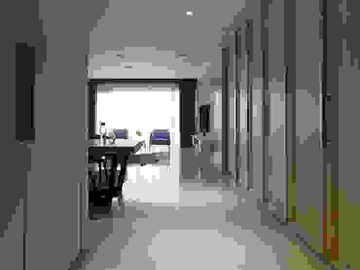 L HOUSE 現代風玄關、走廊與階梯 根據 夏沐森山設計整合 現代風