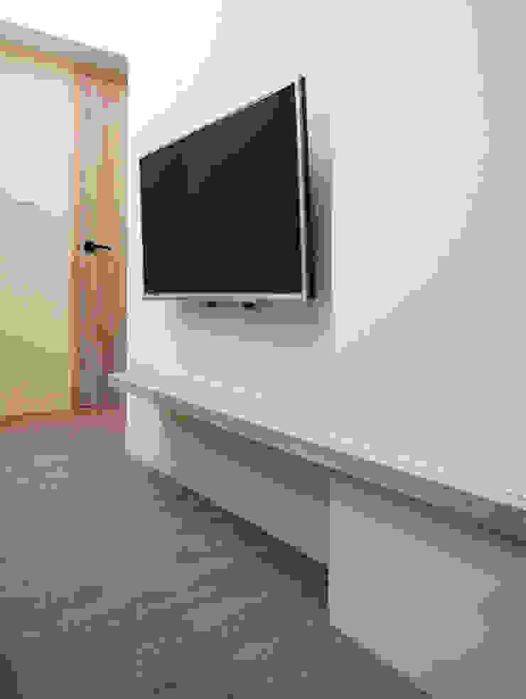 Quartos modernos por ISQ 質の木系統家具 Moderno