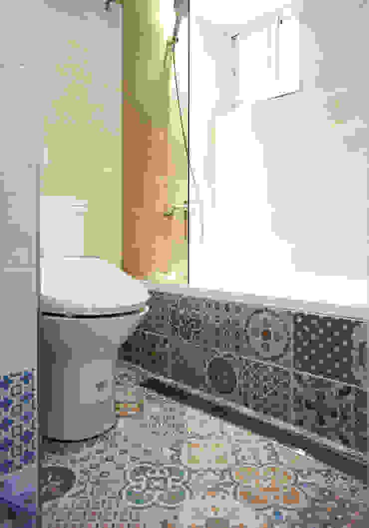 Casas de banho modernas por ISQ 質の木系統家具 Moderno