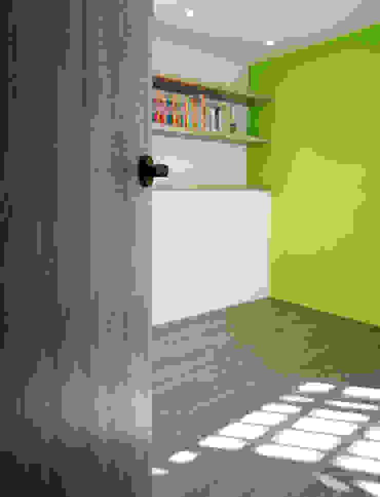 Dormitorios modernos: Ideas, imágenes y decoración de ISQ 質の木系統家具 Moderno