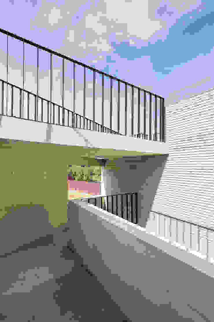 남동 나비집 모던스타일 주택 by 에이치에이치 아키텍스 모던