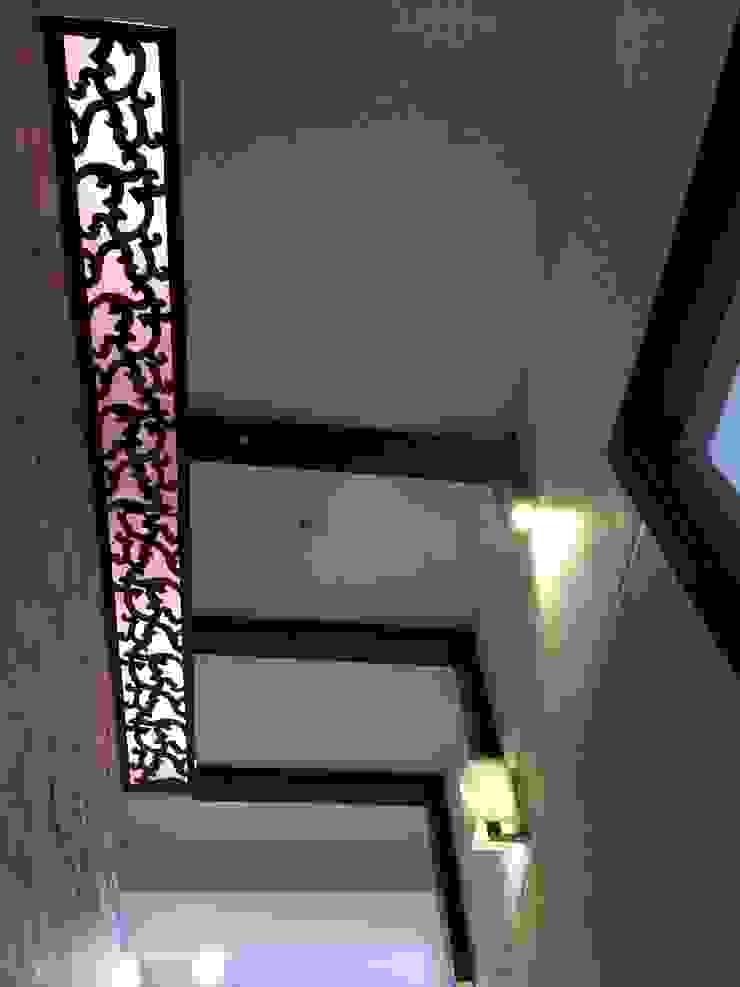 Foyer Ceiling: modern  by Pee Cee Interiors,Modern