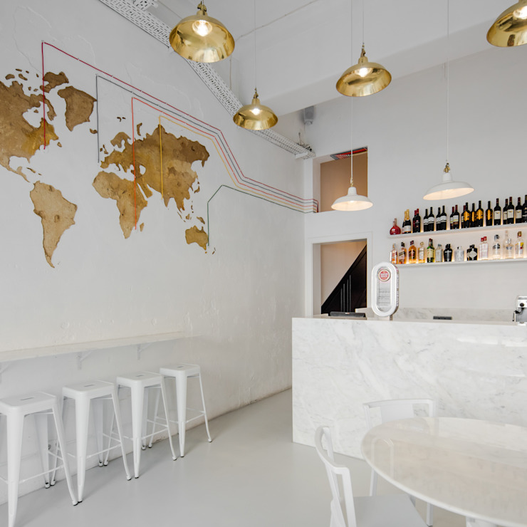 Sala Branca com mapa mundo Espaços de restauração minimalistas por FMO ARCHITECTURE Minimalista