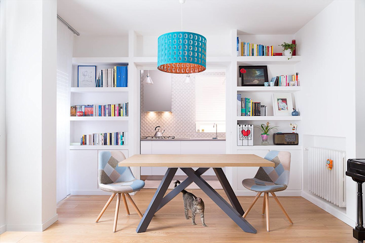 Salon scandinave par OficinaVivienda _ architettura I interior design Scandinave Bois Effet bois