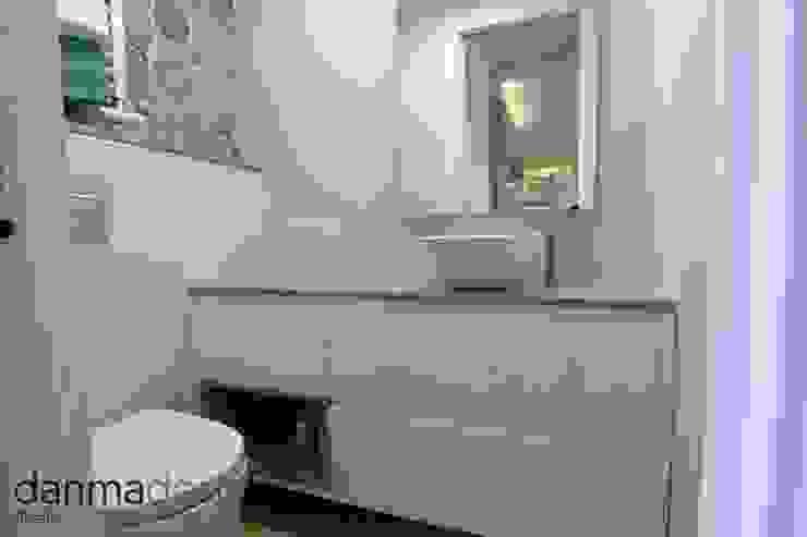 Apartamento Nórdico Baños de estilo escandinavo de Danma Design Escandinavo
