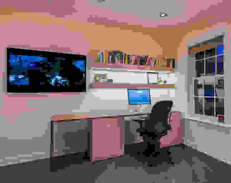 Phòng học/văn phòng phong cách hiện đại bởi FORMA Design Inc. Hiện đại