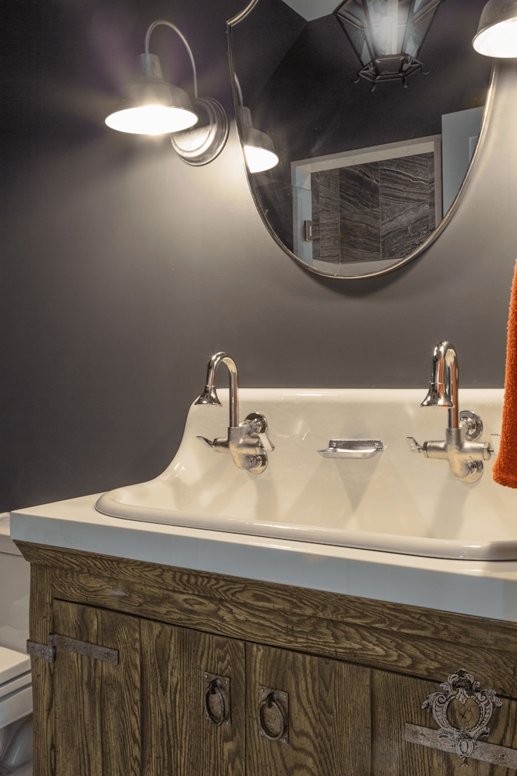 Guest Bathroom Classic style bathroom by Kellie Burke Interiors Classic