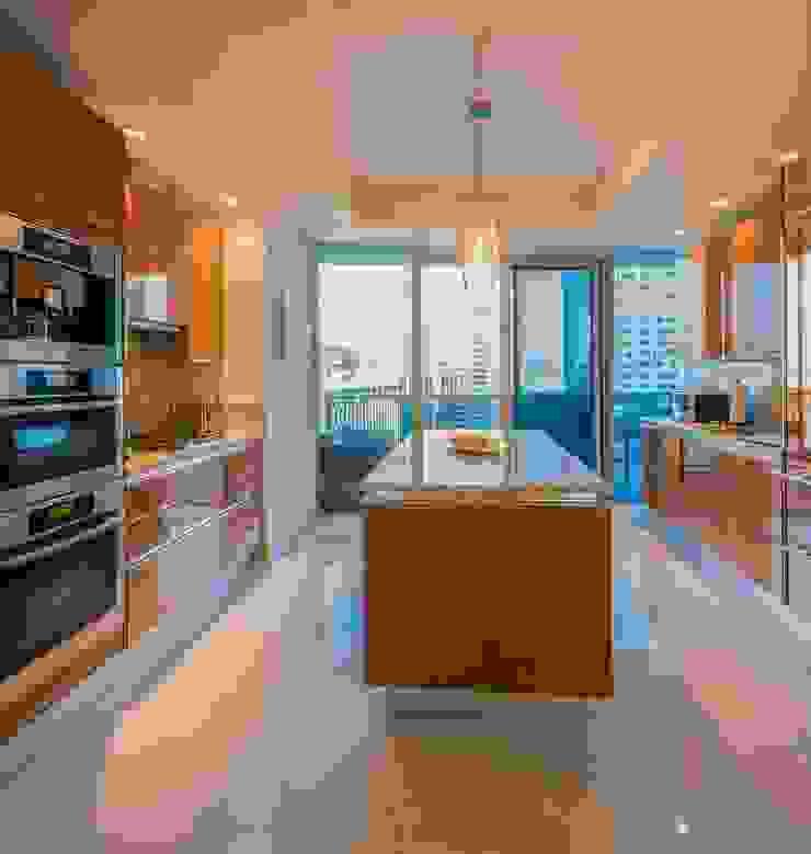 Skyline Flat in Rosslyn Modern Kitchen by FORMA Design Inc. Modern