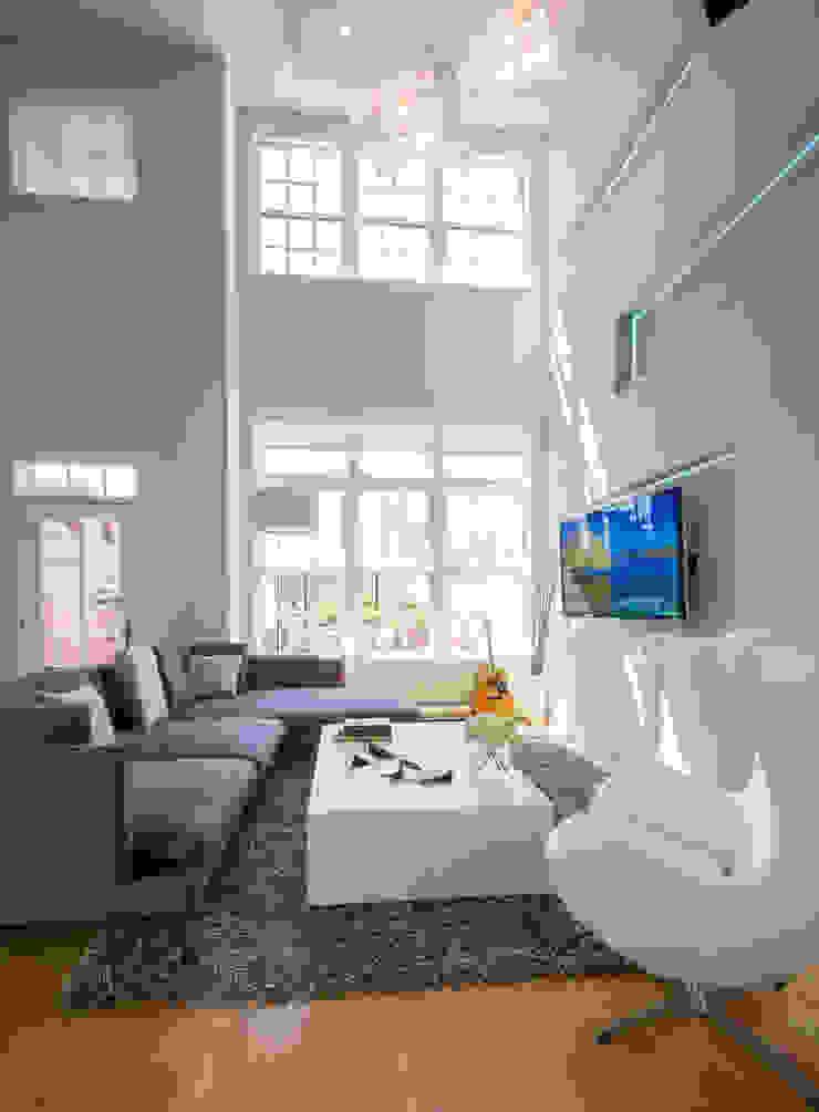 Loft in Arlington Modern Living Room by FORMA Design Inc. Modern