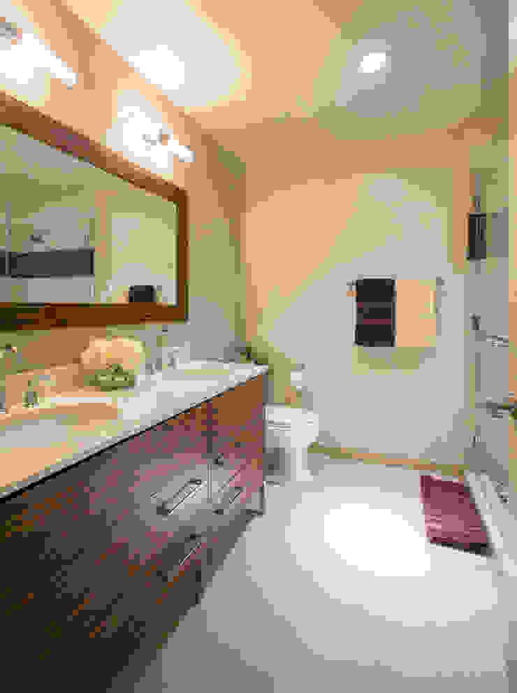 Loft in Arlington Modern Bathroom by FORMA Design Inc. Modern