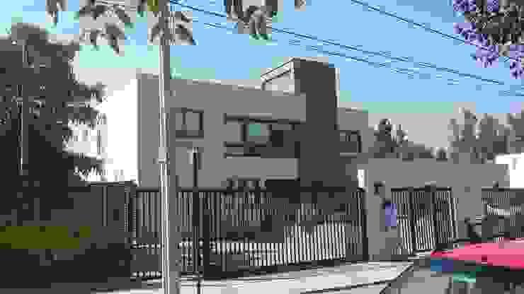 Casa Troncoso Casas de estilo mediterráneo de homify Mediterráneo Ladrillos